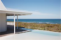 forever - Beach house and infinity pool overlooking ocean Stock Photo - Premium Royalty-Freenull, Code: 635-03860218