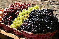 Grapes for sale at a market on the streets of Siena, Tuscany, Italy Stock Photo - Royalty-Freenull, Code: 400-03952496