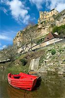 Beynac with the castle on the cliff (France) Stock Photo - Royalty-Freenull, Code: 400-04517293