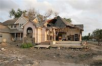 flooded homes - A flood damaged home in the Lakeview section of New Orleans. Stock Photo - Royalty-Freenull, Code: 400-04971915