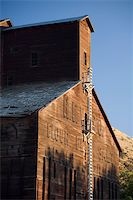 Old wooden abandoned grain elevator in central Oregon Stock Photo - Royalty-Freenull, Code: 400-04982223