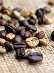 Coffee beans on burlap sack Stock Photo - Premium Royalty-Free, Artist: Russell Monk, Code: 618-05450896