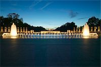 Fountains at the U.S. World War II Memorial commemorating World War II in Washington D.C. at dusk Stock Photo - Premium Royalty-Freenull, Code: 6106-05472724
