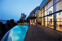 Pool outside modern house at twilight Stock Photo - Premium Royalty-Freenull, Code: 635-05550374
