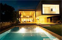 Pool outside modern house at night Stock Photo - Premium Royalty-Freenull, Code: 635-05550383