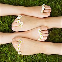 Close up of daisies on children's toes Stock Photo - Premium Royalty-Freenull, Code: 649-05556192