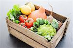 Wooden crate of fresh vegetables Stock Photo - Premium Royalty-Free, Artist: Michael Mahovlich, Code: 614-05557065