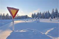 Yield Sign in Snow, Kuusamo, Northern Ostrobothnia, Finland Stock Photo - Premium Royalty-Freenull, Code: 600-05610046