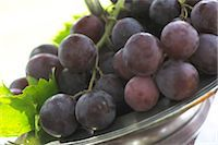 Red grapes in bowl Stock Photo - Premium Royalty-Freenull, Code: 689-05611351