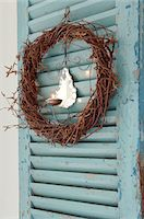 Wreath with candle at door Stock Photo - Premium Royalty-Freenull, Code: 689-05612530