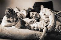 Family On the Bed Stock Photo - Premium Royalty-Freenull, Code: 6106-05623692