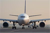 Plane on Tarmac, Toronto, Ontario, Canada Stock Photo - Premium Rights-Managednull, Code: 700-05641921