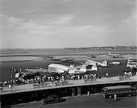 1950s CONSTELLATION FOUR MOTOR AIRPLANE FUELING AND LOADING PASSENGERS AT LAGUARDIA AIRPORT NEW YORK Stock Photo - Premium Rights-Managednull, Code: 846-05645853