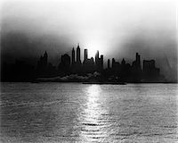 1930s - 1940s EARLY MORNING MISTY SUNRISE NEW YORK CITY WITH TUG BOAT BARGE IN HUDSON RIVER Stock Photo - Premium Rights-Managednull, Code: 846-05646253