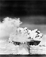 1940s - 1950s ATOMIC BOMB EXPLOSION MUSHROOM CLOUD Stock Photo - Premium Rights-Managednull, Code: 846-05646462