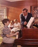 1970s FAMILY LIVING ROOM BOY SON PLAYING PIANO FATHER LISTENING MOTHER GIRL DAUGHTER COUCH BACKGROUND Stock Photo - Premium Rights-Managednull, Code: 846-05647220