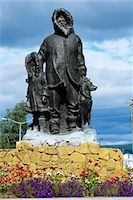 FAIRBANKS, ALASKA STATUE THE UNKNOWN FIRST FAMILY GOLDEN HEART PLAZA Stock Photo - Premium Rights-Managednull, Code: 846-05647349
