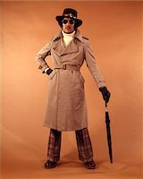 1970s AFRICAN-AMERICAN YOUNG MAN FASHION TRENCH COAT HAT SUNGLASSES DUDE COOL HIP CLOTHES Stock Photo - Premium Rights-Managednull, Code: 846-05647400