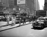 1940s - 1942 MINIATURE DESTROYER ACTS AS A NAVY RECRUITING STATION IN TIMES SQUARE NEW YORK CITY Stock Photo - Premium Rights-Managednull, Code: 846-05647978