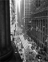 1940s - 1945 AERIAL VIEW OF VE DAY CELEBRATION ON WALL STREET NYC WITH FLAGS AND CONFETTI FLYING Stock Photo - Premium Rights-Managednull, Code: 846-05647991