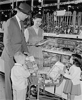 1950s FAMILY OF 4 INSIDE SUPERMARKET FATHER PUSHING CART MOTHER 2 KIDS Stock Photo - Premium Rights-Managednull, Code: 846-05648359