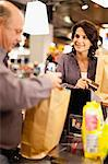 Woman buying groceries with credit card Stock Photo - Premium Royalty-Free, Artist: Blend Images, Code: 649-05657478