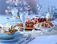Place setting for Christmas in blue and white tone Stock Photo - Royalty-Freenull, Code: 400-05718568