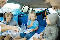 Children eating meal in back of car Stock Photo - Premium Royalty-Freenull, Code: 695-05766071