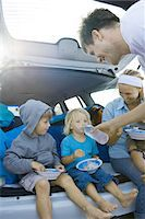 Children eating meal in back of car Stock Photo - Premium Royalty-Freenull, Code: 695-05766073