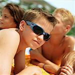 Boy wearing sunglasses, friends in background Stock Photo - Premium Royalty-Free, Artist: F1Online, Code: 695-05774085