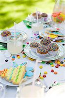 streamer - Iced cookies and cupcakes on table decorated with streamers and candy Stock Photo - Premium Royalty-Freenull, Code: 695-05779970