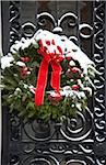 A snow covered Christmas wreath on a door on the East Side of Manhattan, New York City, New York State, United States of America, North America Stock Photo - Premium Rights-Managed, Artist: Robert Harding Images, Code: 841-05781060