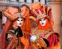 Masked carnival characters in costume, Piazzetta San Marco, San Marco district, Venice, Veneto, Italy, Europe Stock Photo - Premium Rights-Managednull, Code: 841-05781586