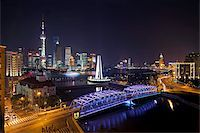 New Pudong skyline, Waibaidu (Garden) Bridge, looking across the Huangpu River from the Bund, Shanghai, China, Asia Stock Photo - Premium Rights-Managednull, Code: 841-05784804