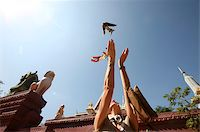 release - Woman releases sparrow, Phnom Penh, Cambodia, Indochina, Southeast Asia, Asia Stock Photo - Premium Rights-Managednull, Code: 841-05785924