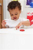 finger painting - Little Boy Finger Painting Stock Photo - Premium Royalty-Freenull, Code: 600-05786123