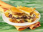 Pot roast cheese melt sandwich with fries Stock Photo - Premium Royalty-Freenull, Code: 6106-05787972