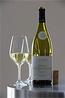 Bottle and glass of Chablis, Fèvre Domaine Stock Photo - Premium Rights-Managednull, Code: 825-05814277