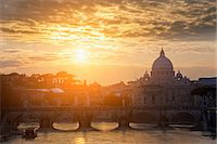St Peters Basilica and bridge on canal Stock Photo - Premium Royalty-Freenull, Code: 649-05821274