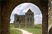 Castle Rising Castle. The east face of the keep seen through the gatehouse arch. Stock Photo - Premium Rights-Managednull, Code: 845-05839383