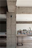 Sakura flat, Private House, Detail of concrete column and beams in modern openplan home concrete column. Architects: Hitoshi Wakamatsu Architect and Associates Stock Photo - Premium Rights-Managednull, Code: 845-05839501
