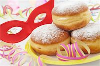 streamer - Doughnuts on Paper Plate, Mask and Streamers Stock Photo - Premium Royalty-Freenull, Code: 600-05854199