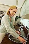 Woman filling glass with tap water Stock Photo - Premium Royalty-Free, Artist: Alison Barnes Martin, Code: 6108-05857710