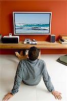 plasma - Man watching TV s