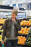 Woman buying fruits in a supermarket Stock Photo - Premium Royalty-Free, Artist: CulturaRM, Code: 6108-05864533