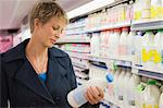 Woman shopping in a supermarket Stock Photo - Premium Royalty-Free, Artist: Ikon Images, Code: 6108-05864550