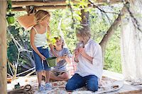 Children playing in tree house Stock Photo - Premium Royalty-Freenull, Code: 6108-05874976