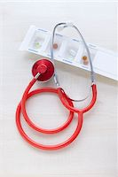 Still Life of Stethoscope and Pills Stock Photo - Premium Rights-Managednull, Code: 700-05948045