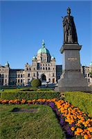 Statue of Queen Victoria and Parliament Building, Victoria, Vancouver Island, British Columbia, Canada, North America Stock Photo - Premium Rights-Managednull, Code: 841-05961732