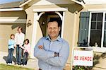 Man standing near family in front of house for sale Stock Photo - Premium Royalty-Free, Artist: Blend Images, Code: 693-06017369